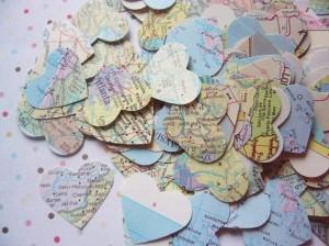 corazones hechos con mapas