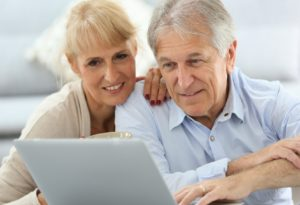 middle-aged-couple-and-computer2